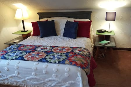 Steve's Charming and Private Studio Suite - Saugerties
