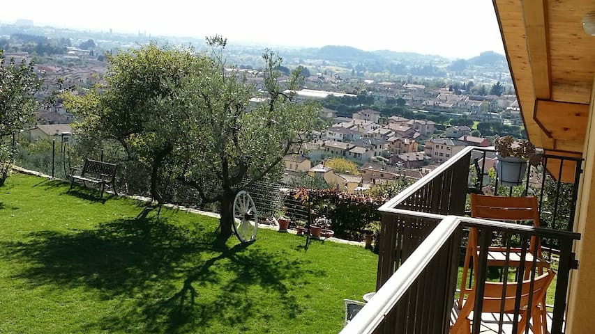 Love nest on hill country  stunning view and peace - Pove del Grappa - Leilighet