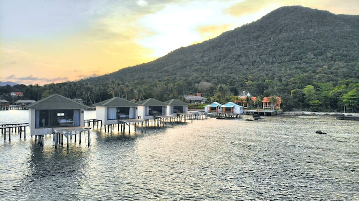 Lotus Home,lovely overwater chalet w/ sunrise view