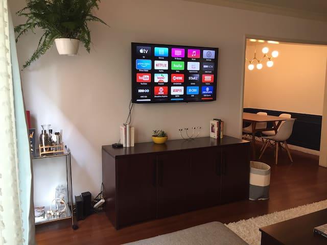 Beverly Hills adjacent, modern, bright one bedroom