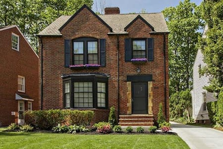 Beautiful spacious brick colonial - University Heights