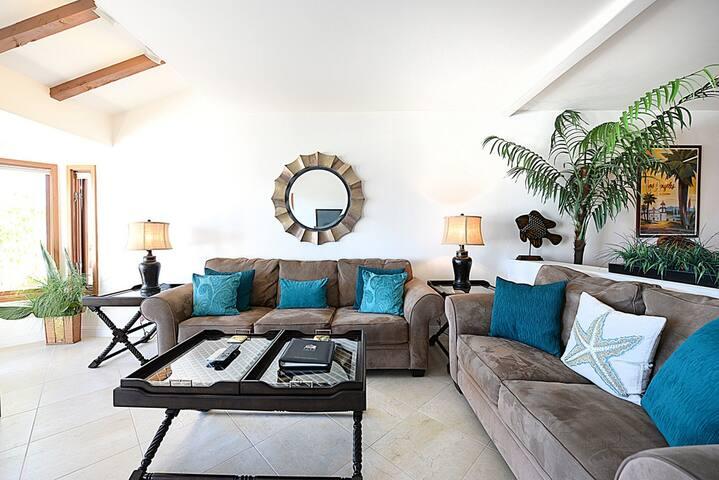 Fabulous Villa, Large Balcony, Spectacular Ocean Views, Near the Pool - Hamilton Cove Villa 8-84