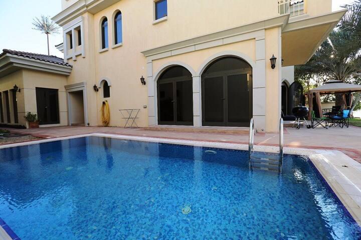Comfortable Luxury 5 Bedroom Villa - Dubai - House
