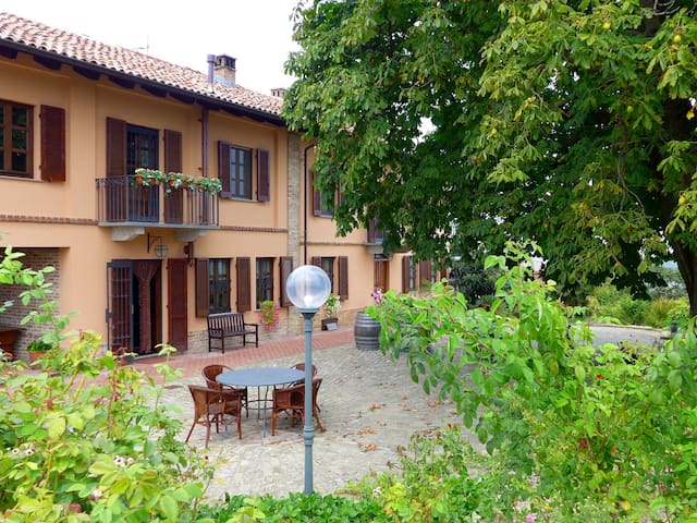 Cascina del Rosone, Apartment Monviso - Agliano - Apartament
