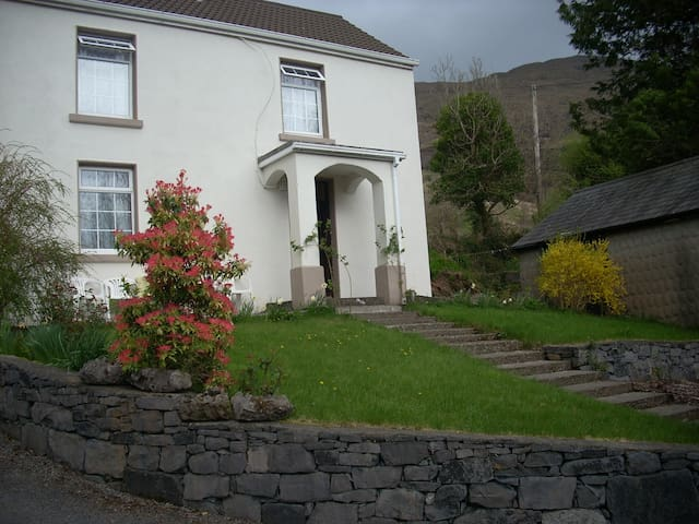 Mystic Stream a tranquil mountain side location - Galway - House