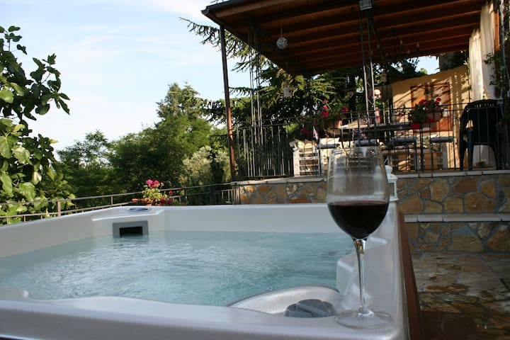 Chianti with Private Jacuzzi -Tuscany lovers