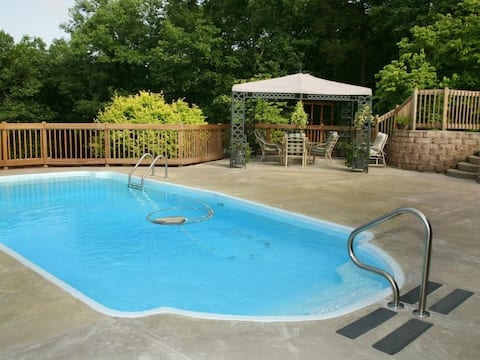 5 Bdr on 2 acres with PRIVATE POOL!!