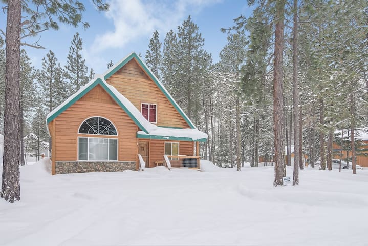 3rd Night FREE*Comfortable Cabin w/ Hot Tub-Gas Fireplace-Mins to Suncadia