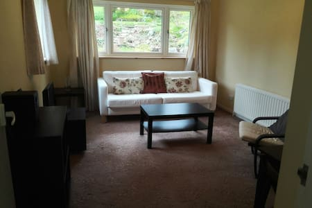 Spacious 1-bedroom annex - Caterham