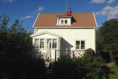 Charmig 30-talsvilla nära stan! - Stockholm