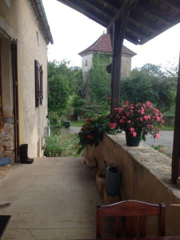 Old stone farmhouse near  Puy l'Eveque/ Prayssac