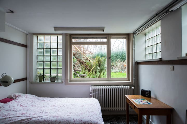 Charming studio near train station - Gent - House
