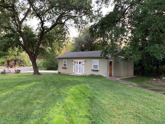 Loomis Creekside Cottage