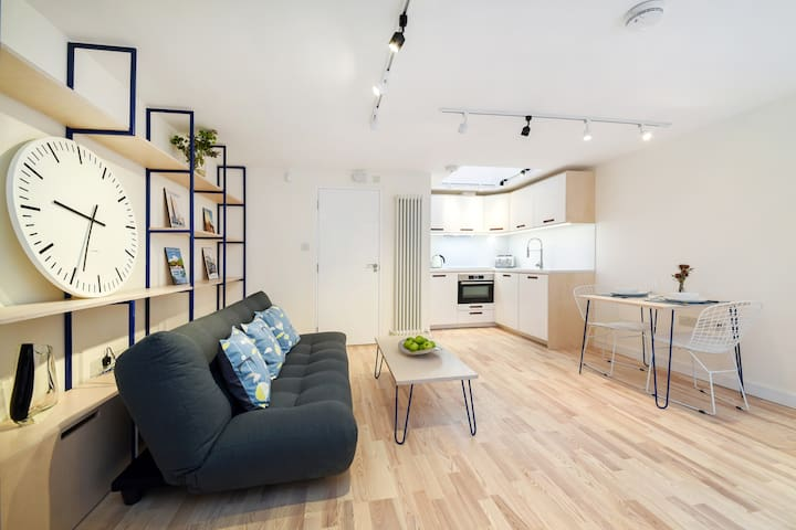Gorgeous studio flat by the Station