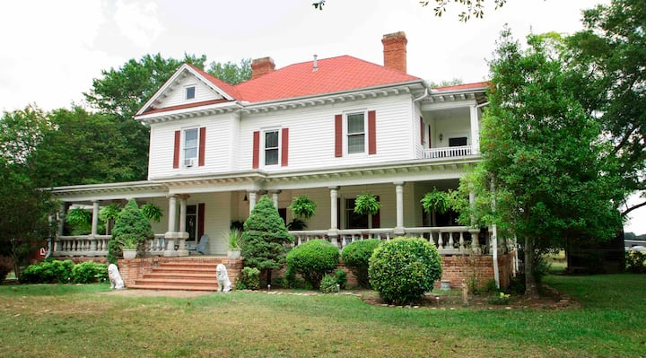 Historic Farmhouse Get-Away, No parties or Events