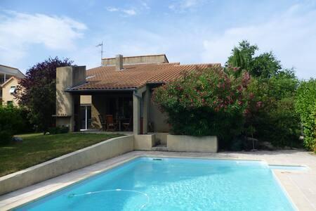 Villa d'architecte avec piscine, quartier calme - Valence - Casa