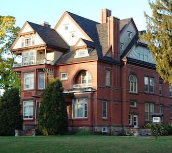 Room In Historical Mansion - Eau Claire - Apartment