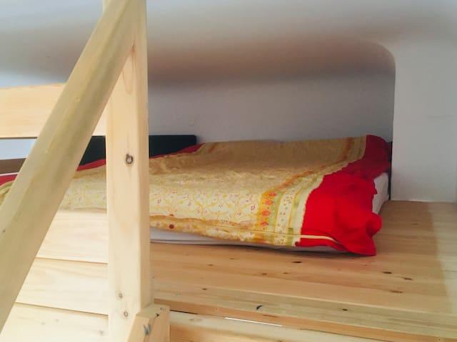super gelegenes und sauberes Zimmer in Steglitz