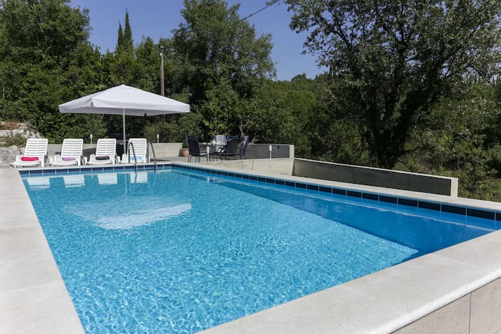 Apartments Villa Harmonia - One-Bedroom Apartment with Patio and Shared Pool