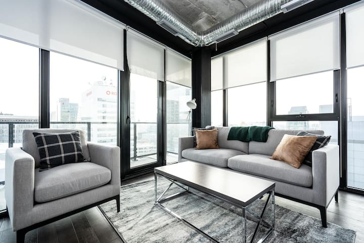 2 Bed| 2 bath | Downtown+Parking| Great views