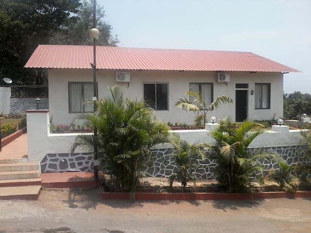 5 Bedroom Cluster Cottage In Lonavala with Lawn - Kurvande - Bed & Breakfast