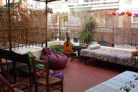 Habitación con terraza privada :) - València - Wohnung