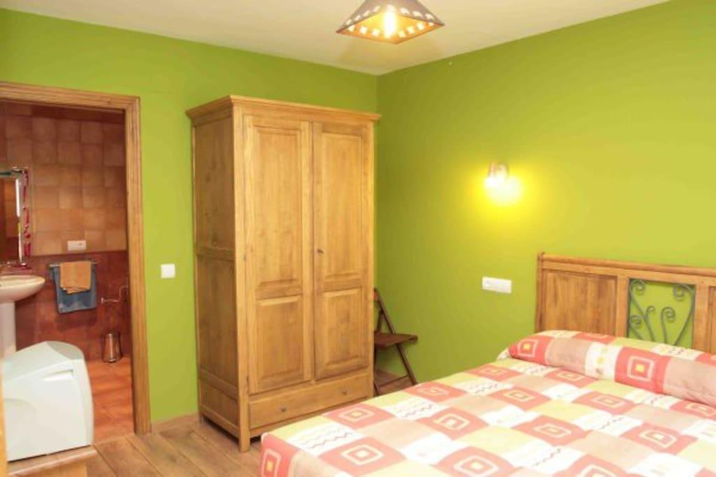 Linda y c moda habitaci n matrimonial appartamenti in - Comoda habitacion ...