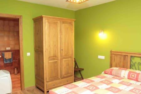 Linda y cómoda habitación matrimonial - Caracas