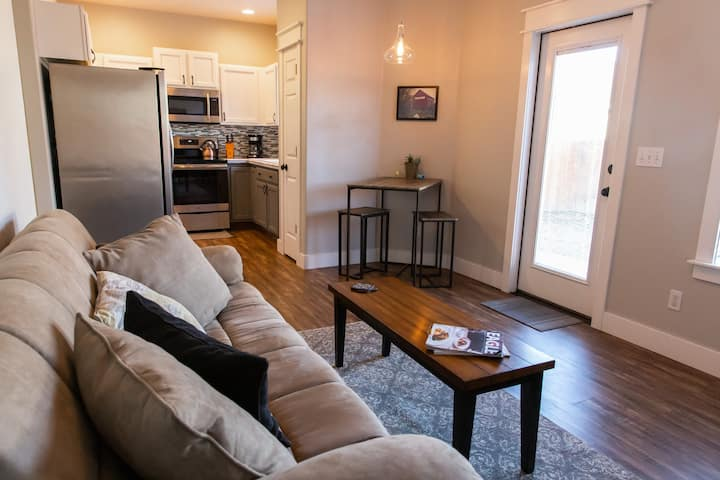 Eagle's Nest - Stylish 1 bed/1 ba Executive Suite