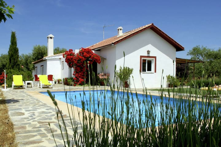 Cozy Cottage in Ronda with Swimming Pool