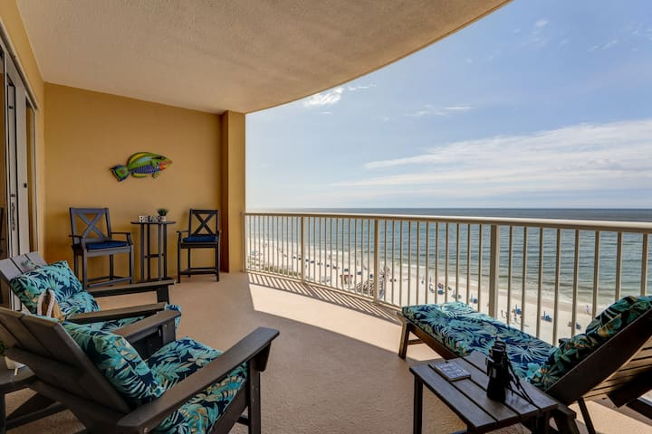 Nautical Retreat..Updated Luxury Beachfront condo!