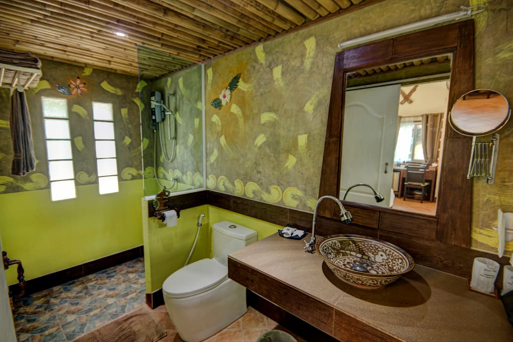 Original bathroom / Salle de bain originale