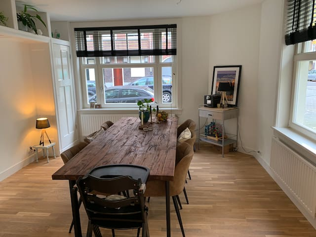 Lovely authentic apartment in A'dam Rivierenbuurt