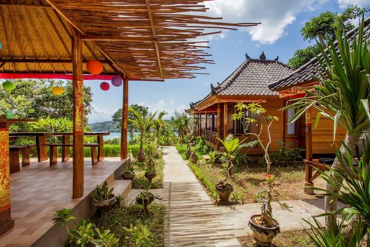 """Cozy """"Lumbung"""" Wooden-House at Nusa Ceningan"""