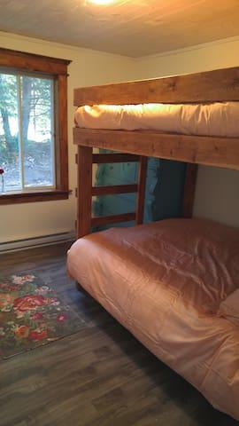 Second bedroom, queen size bunk bed