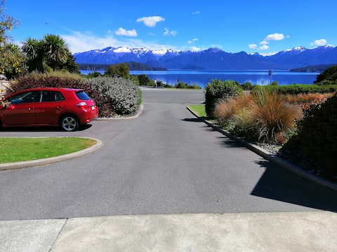 Julie's Manapouri Lake View Place