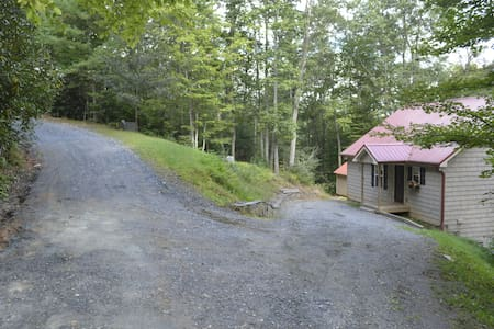 2 Bedroom Cottage near the River - West Jefferson - House