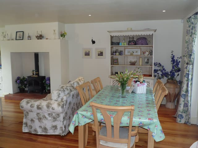 Boxwood Cottage, short stroll into Village - Carlingford - Hus