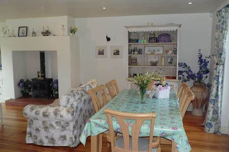 Boxwood Cottage, short stroll into Village - Carlingford - Huis