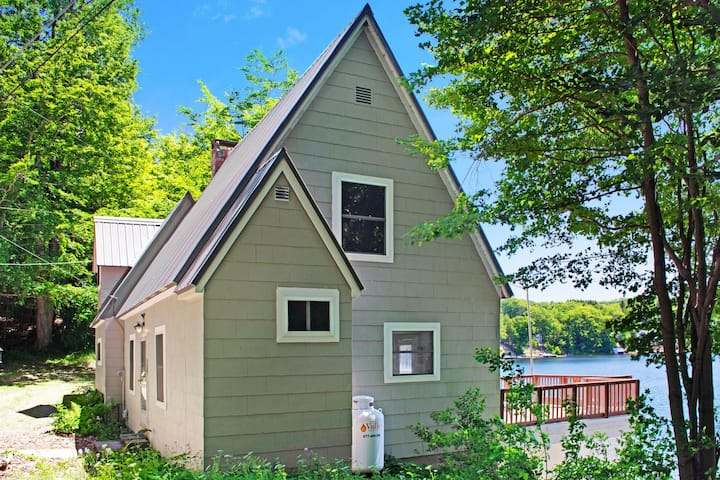 New listing! Secluded lakefront house with private dock & large deck - dogs OK