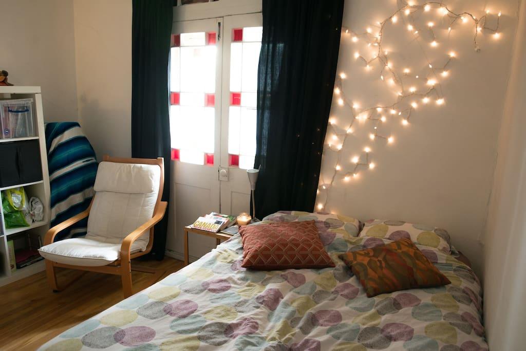 Votre Chambre! Your Room!