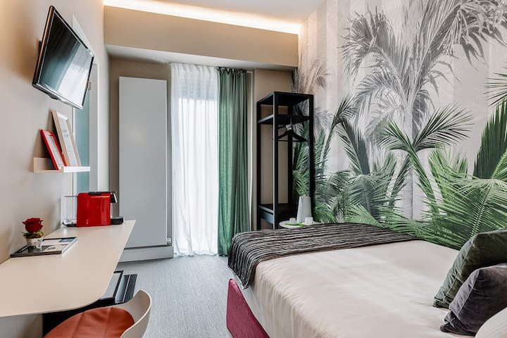 A&B ROOMS - PALMS Single Room   RHO FIERA MIND