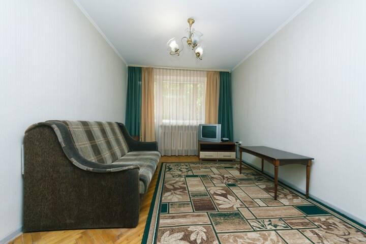 Центр Киева , 7 минут м.Печерская.