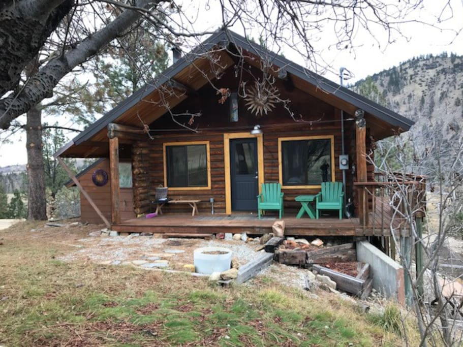 Log Cabin Built in 1987 remodeled 2017,  900+ sq feet on main floor, sleeping loft will accommodate 2 beds, full walk out basement with washer/dryer, extra refrigerator.