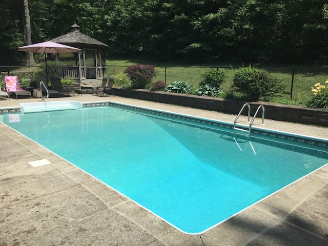 Renovated Vacation Home w/Heated Saltwater Pool - Copake - Hus