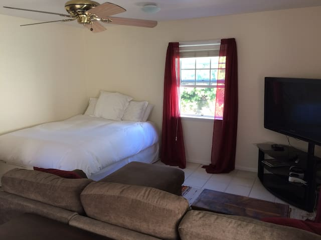 Cozy studio apartment walking distance to beach - Redondo Beach - Lägenhet
