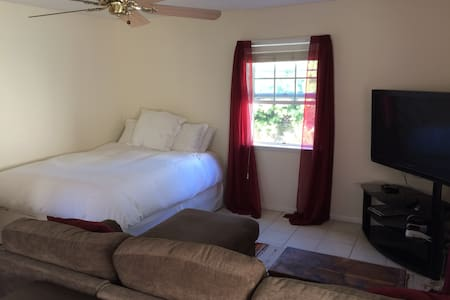 Cozy studio apartment walking distance to beach - Redondo Beach - Apartemen