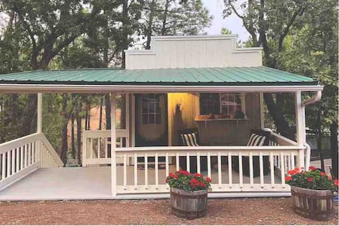 Tiny Cottage in the Pines