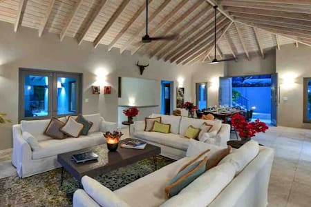 Luxury&tranquility:Villa Tolumnia - new ocean view