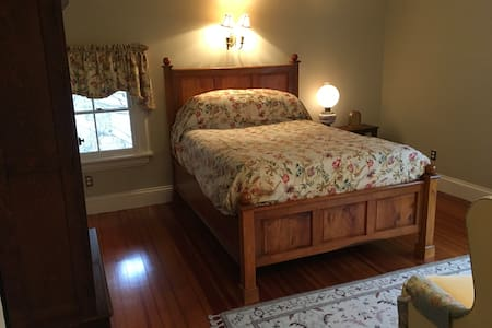 Historic Irvington Clean Private Bath and Bed